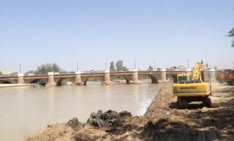 Finalizan la limpieza de los márgenes del río Genil a su paso por Écija.