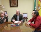"""El alcalde de Écija firma un convenio de colaboración con la Real Academia de Ciencias, Bellas Artes y Buenas Letras """"Luis Vélez de Guevara"""""""