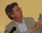 Ezequiel Martínez presentó en Fuentes de Andalucía su libro, Tierra y Mar