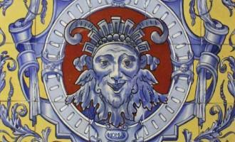El Cartel de Carnaval de Écija de 2015 es una alegoría al dios Momo que se encuentra en el Casino Artesanos