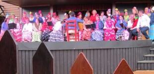 El Coro Amistad de Écija participa en el VIII Encuentro de Coros Rocieros en Tivoli World