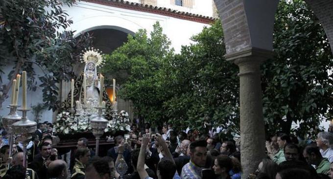 La Virgen de los Dolores de Córdoba recorre conventos en unas andas de una hermandad de Écija