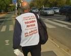 El Padre Coraje pasa por Écija en su recorrido andando hacia el Ministerio de Justicia de Madrid
