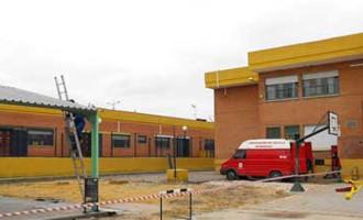 El Alcalde de Écija visita las obras de mejoras del Plan Ola en los colegios públicos