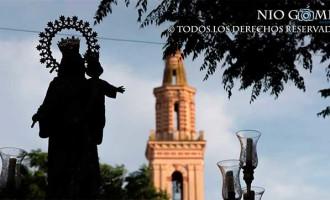 María Auxiliadora, en el crepúsculo de la tarde, procesionó por las calles de Écija