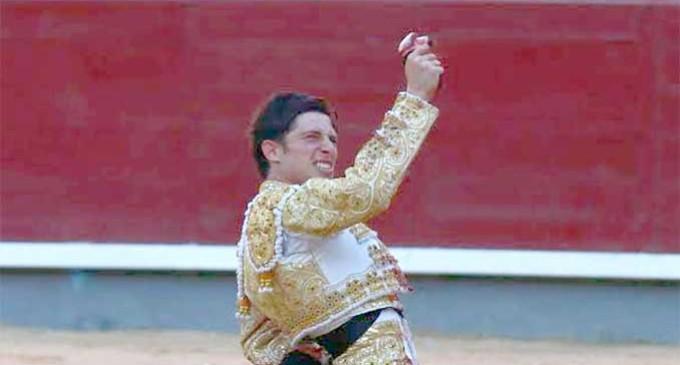 El novillero de Écija, Ángel Jiménez, triunfa en tierras toledanas a pocos días de su alternativa en la Real Maestranza de Sevilla