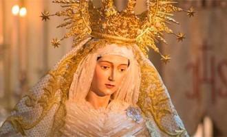 Besamano a María Santísima de la Alegría, titular de la Hermandad de la Resurrección de Écija