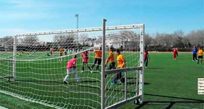 IU-Écija sugiere acogerse a la convocatoria de subvenciones para la restitución del campo de césped artificial del Polideportivo del Valle