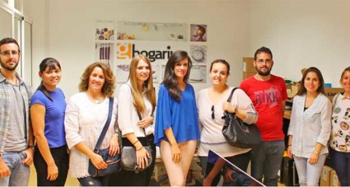 Varias personas de la Lanzadera de Empleo fueron recibidas en la empresa Hogarium de Écija