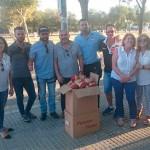 La Hermandad del Resucitado recoge alimentos donados en la Concentración Motera celebrada en Écija