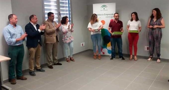 """Se entregan los premios del VII Concurso de proyectos empresariales """"Emprendemos"""", organizado por el CADE de Écija"""