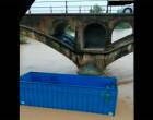 Inundaciones fin de semana en Écija. Video remolque navegando por el Genil, impactando con el puente