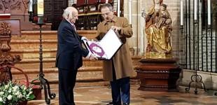 El Consejo de Hermandades de Écija entrega las tapas al Pregonero de la Semana Santa 2019, Manuel Martín Martín