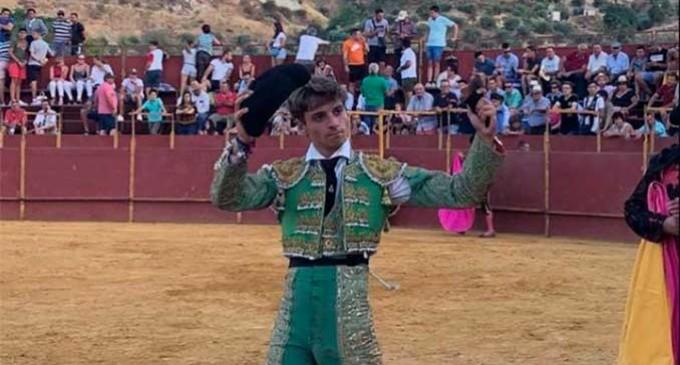 Trofeo de una oreja para el novillero ecijano, González Écija, en tierras jiennense