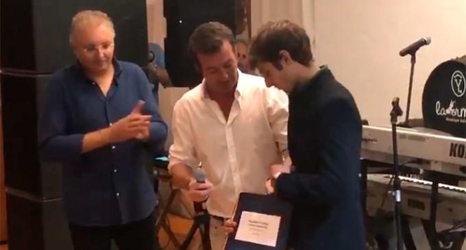 Entrega de la partitura del pasodoble Caireles al novillero Jaime González Écija (video)