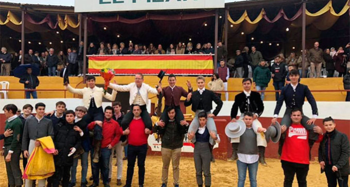 Alumnos de las Escuelas Taurinas de Écija y Córdoba actuaron en la plaza de toros de los Jardines Taurinos del Pilar de la Carlota (audio)