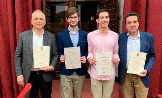 La Universidad de Sevilla entrega los premios de reconocimiento a la excelencia a dos alumnos pertenecientes al I.E.S. San Fulgencio y al I.E.S. Nicolás Copérnicode de Écija