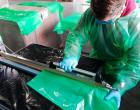 La empresa de Écija Plasgen fabrica batas de forma desinteresada para los hospitales de Osuna, Córdoba y Écija