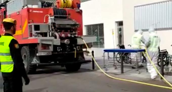 La Unidad Militar de Emergencias (UME) desinfecta el Hospital de Écija