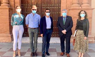 El ex primer ministro francés Manuel Valls y su señora visitan Écija y quedan maravillados de su Patrimonio. Silvia Heredia les acompañó y lo cuenta a Rafael Cortés en uno de sus videos