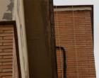Izquierda Unida de Écija solicita la reparación de una cornisa desprendida en Avda. Ntra. Sra. del Valle desde hace dos años y con el evidente riesgo