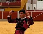 El novillero Esteban Molina de Écija, triunfa en Ubrique cortando dos orejas