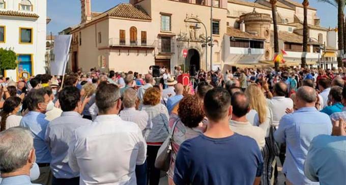 Multitudinaria manifestación en Écija pidiendo al ayuntamiento la apertura de la Plaza de Toros. Comentarios en las redes sociales