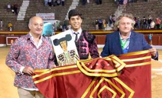 El novillero de Écija, Esteban Molina, se alza como triunfador del Primer trofeo Virgen de la Cabeza de Andújar