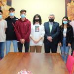 Los alumnos de las Escuelas Profesionales SAFA, que lucharán por el Primer Premio del Concurso Internacional de Emprendimiento de Zalando, recibidos por el Alcalde de Écija